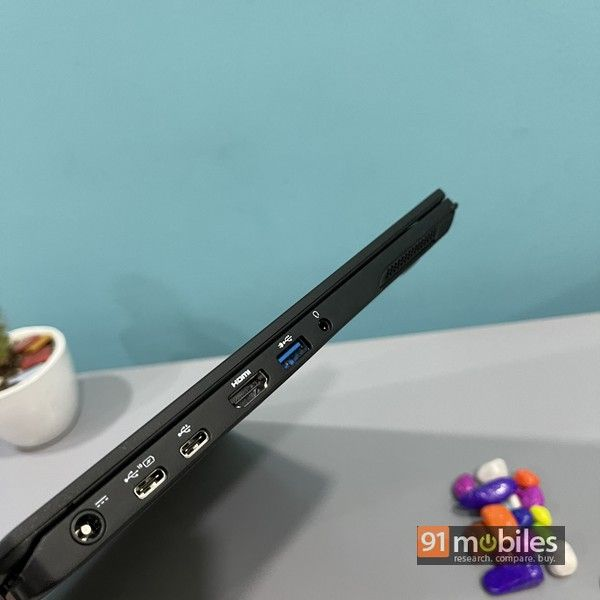 Fujitsu UH X laptop 06