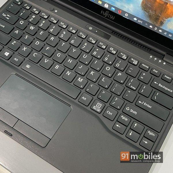 Fujitsu UH X laptop 15